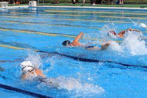 水泳膝の画像